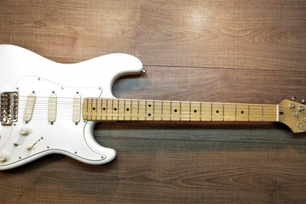 Strat White – Изготовление гитар на заказ