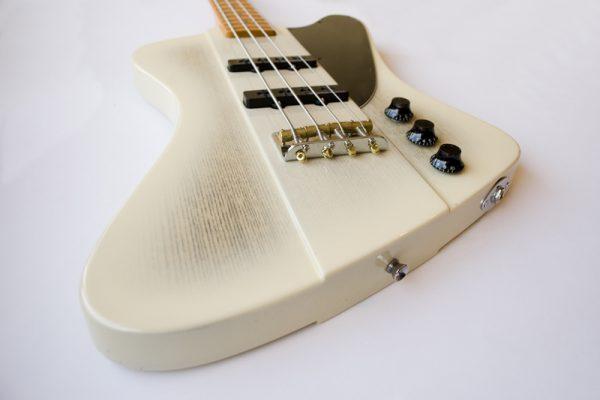 Thunderbird bass – Изготовление гитар на заказ
